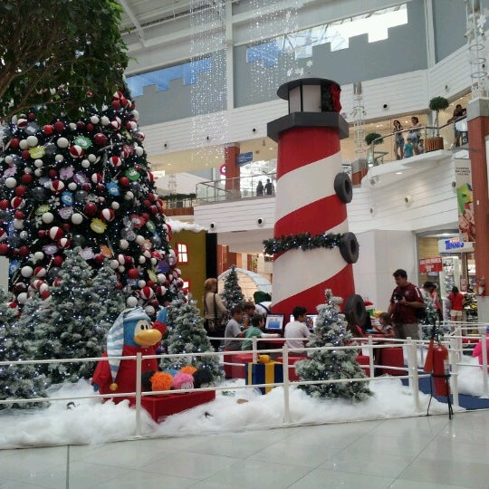 Снимок сделан в Floripa Shopping пользователем Maura M. 12/13/2012