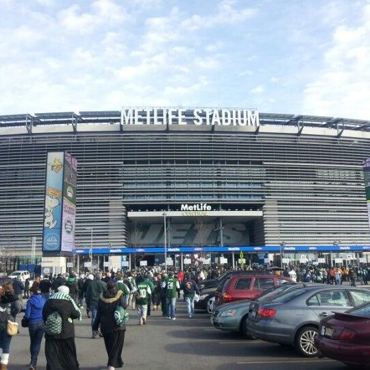 รูปภาพถ่ายที่ MetLife Stadium โดย Rick C. เมื่อ 12/23/2012