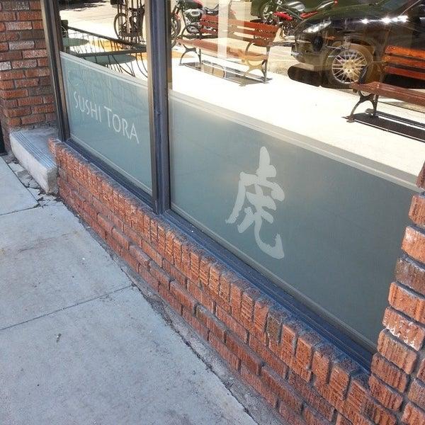 รูปภาพถ่ายที่ Sushi Tora โดย Michael B. เมื่อ 6/20/2014
