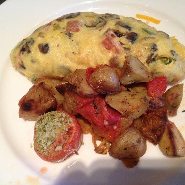 Снимок сделан в SOUTHGATE Bar & Restaurant пользователем Tallykat 1/7/2013