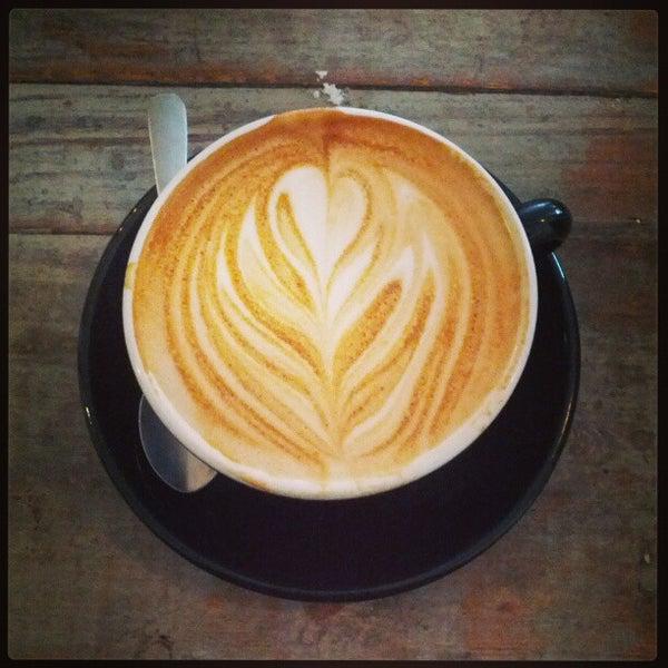 2/13/2013 tarihinde Shauna S.ziyaretçi tarafından Analog Coffee'de çekilen fotoğraf