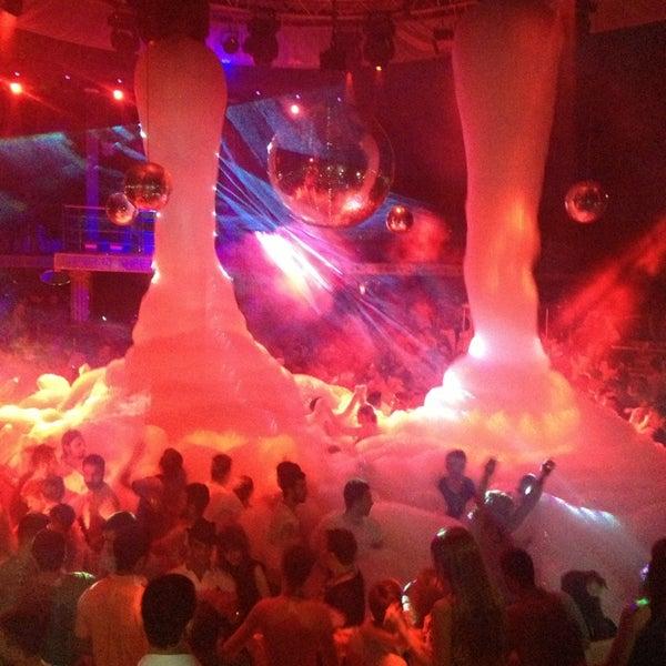 รูปภาพถ่ายที่ Club Inferno โดย Tolga เมื่อ 7/20/2013