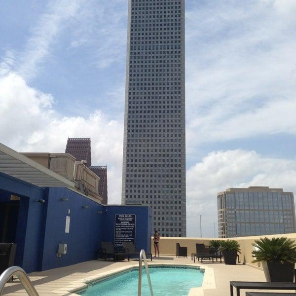 รูปภาพถ่ายที่ Magnolia Hotel โดย Victoria P. เมื่อ 4/9/2013