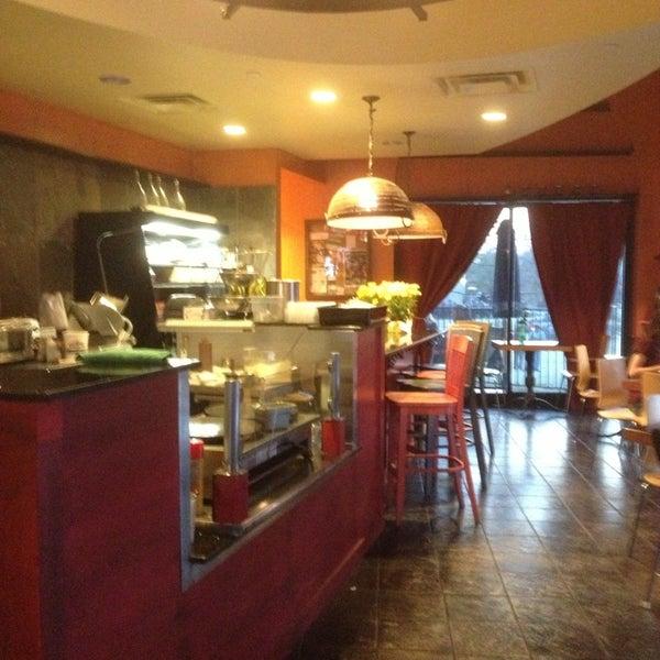 3/18/2013にInes G.がFrogg Coffee Bar and Creperieで撮った写真