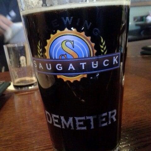 Снимок сделан в Saugatuck Brewing Company пользователем Lori K. 3/30/2013