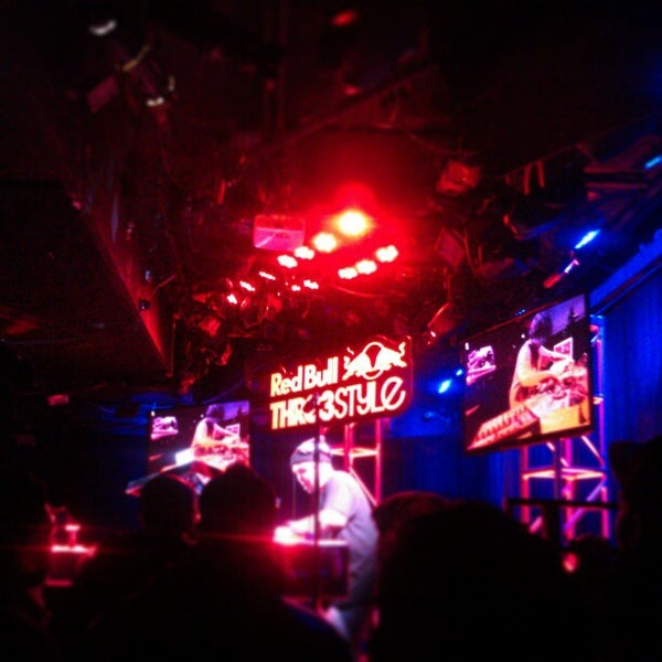 Foto tirada no(a) Le Poisson Rouge por Jocelyn T. em 2/1/2013