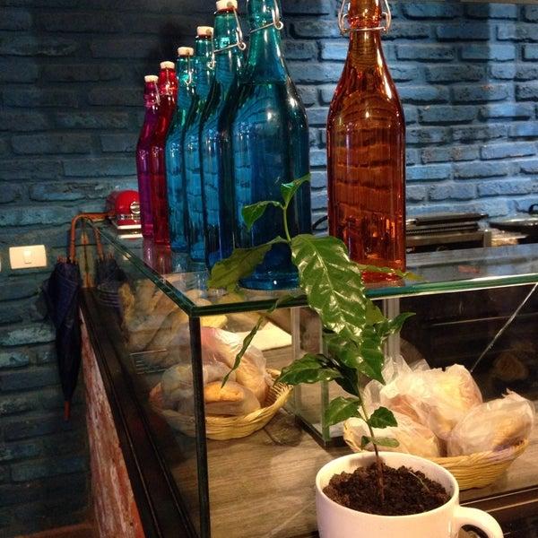 Foto diambil di Arts & Coffee Co. oleh Annel M. pada 10/5/2013