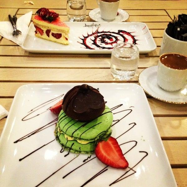 Foto tomada en Del Moon Coffee & Food & Hookah por nebahatt el 4/5/2013