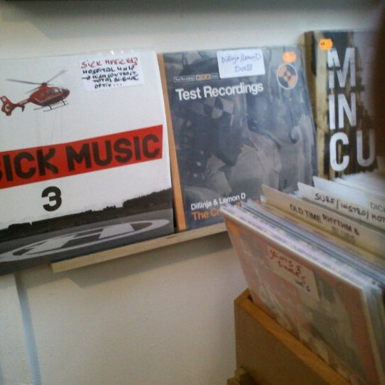 Foto tirada no(a) Music Mania por Thibault M. em 12/26/2012