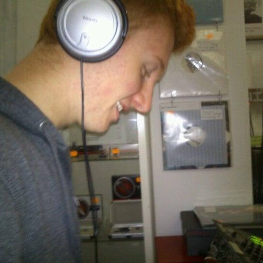 Foto tirada no(a) Music Mania por Thibault M. em 10/30/2012