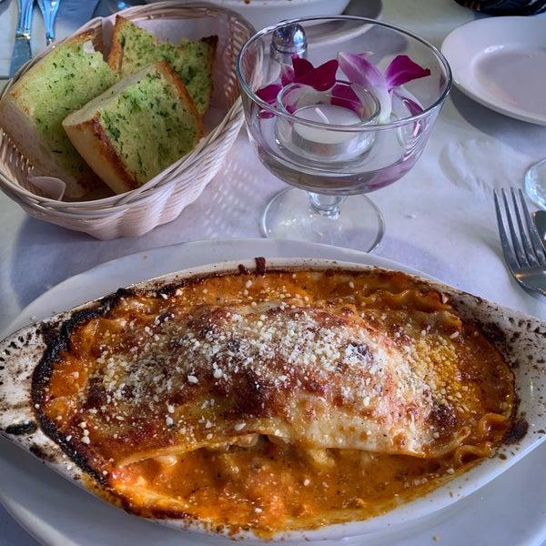 Das Foto wurde bei Lasagna Restaurant von David am 11/14/2018 aufgenommen