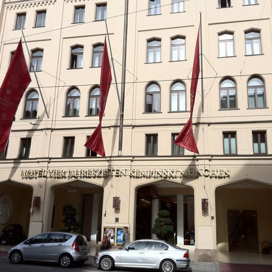 รูปภาพถ่ายที่ Hotel Vier Jahreszeiten Kempinski โดย Игорь К. เมื่อ 10/17/2012