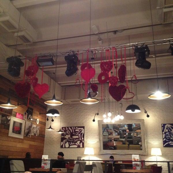 รูปภาพถ่ายที่ Moska Bar โดย Anton S. เมื่อ 2/15/2013