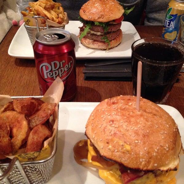 Foto tirada no(a) Mamie Burger Grands Boulevards por Kathleen em 11/21/2015