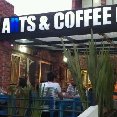 Foto diambil di Arts & Coffee Co. oleh Jero F. pada 9/22/2012