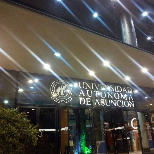 Снимок сделан в Universidad Autónoma de Asunción пользователем Alcides P. 2/27/2013