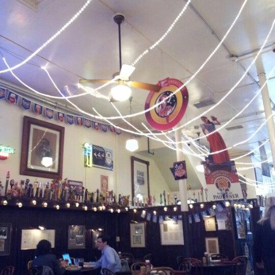 10/19/2012にErin R.がJacob Wirth Restaurantで撮った写真
