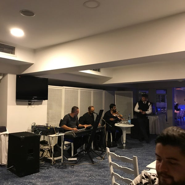Foto diambil di Çimenoğlu Otel oleh Sertac S. pada 11/24/2017