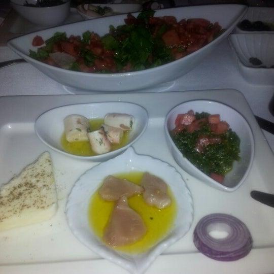 Foto tomada en Trilye Restaurant por Atil S. el 11/11/2012