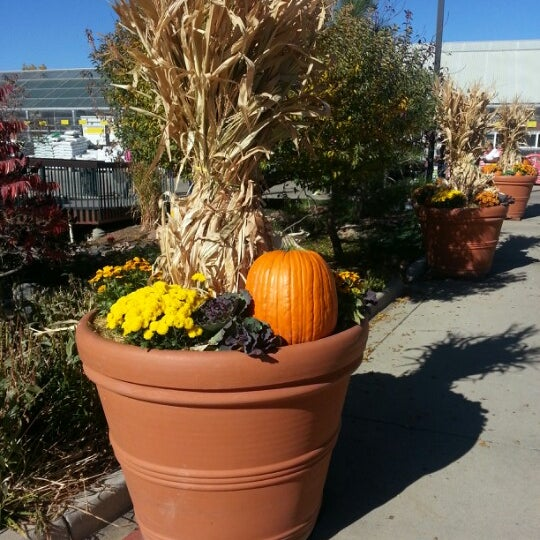 Foto tirada no(a) Nick's Garden Center & Farm Market por Marni V. em 10/21/2012