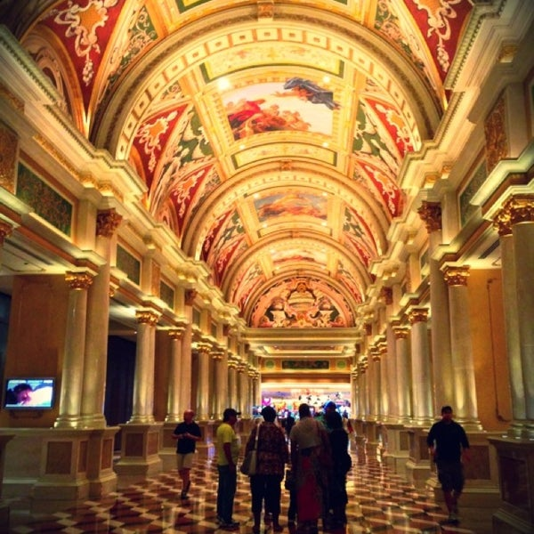 Foto tirada no(a) Venetian Resort & Casino por Мария Л. em 9/20/2013