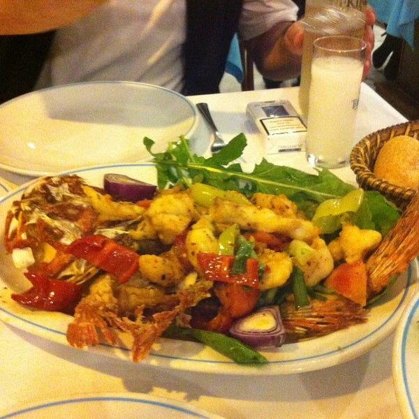 5/1/2013에 BanuCgn님이 Cunda Balık Restaurant에서 찍은 사진
