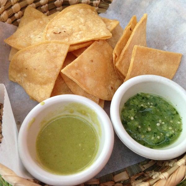 Foto tirada no(a) The MexZican Gourmet por Sherie S. em 4/28/2013