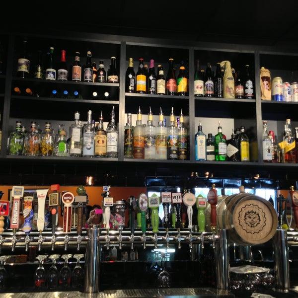 4/20/2013에 Lenise M.님이 Black Bottle Brewery에서 찍은 사진