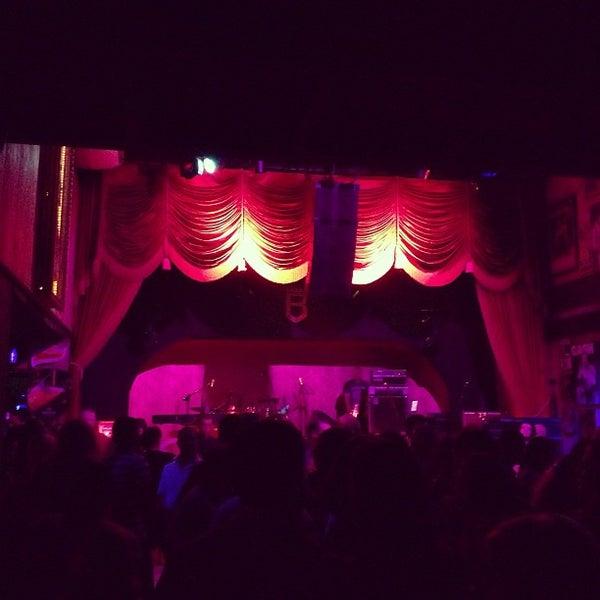 10/14/2012 tarihinde Andrea d.ziyaretçi tarafından Bolshoi Pub'de çekilen fotoğraf