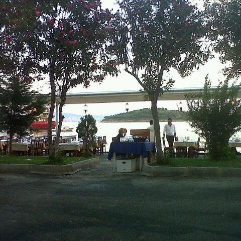 Foto tirada no(a) Yasemin Restaurant por İlker K. em 9/14/2012