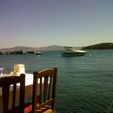 Foto tirada no(a) Yasemin Restaurant por İlker K. em 5/26/2013
