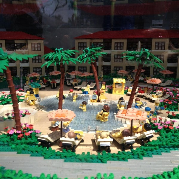 Foto tirada no(a) Legoland California por Teresa Z. em 4/4/2013