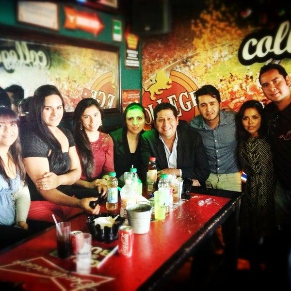 Foto diambil di College Bar oleh Alan A. pada 2/1/2013