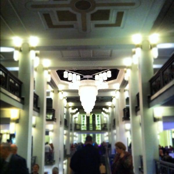 Das Foto wurde bei Friedrichstadt-Palast von Julia O. am 10/9/2012 aufgenommen
