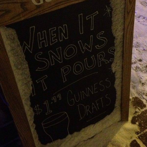 12/15/2013에 T. R.님이 Gas Light Pizza Pub에서 찍은 사진