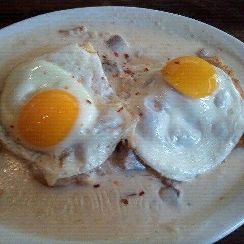 Снимок сделан в Southport Grocery & Cafe пользователем Rosemary L. 10/21/2012