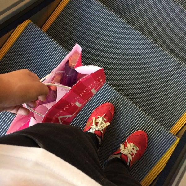 Victoria's Secret PINK - Tienda de lencería en San Diego 81fe5c769b9d