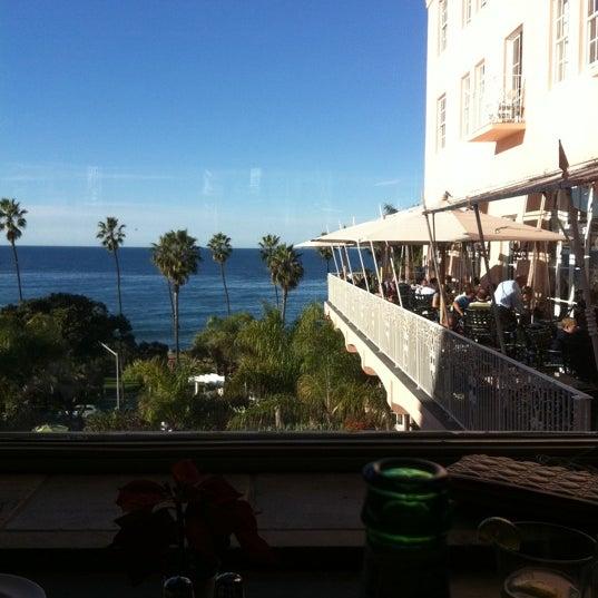Снимок сделан в La Valencia Hotel пользователем Alex E. 12/28/2012