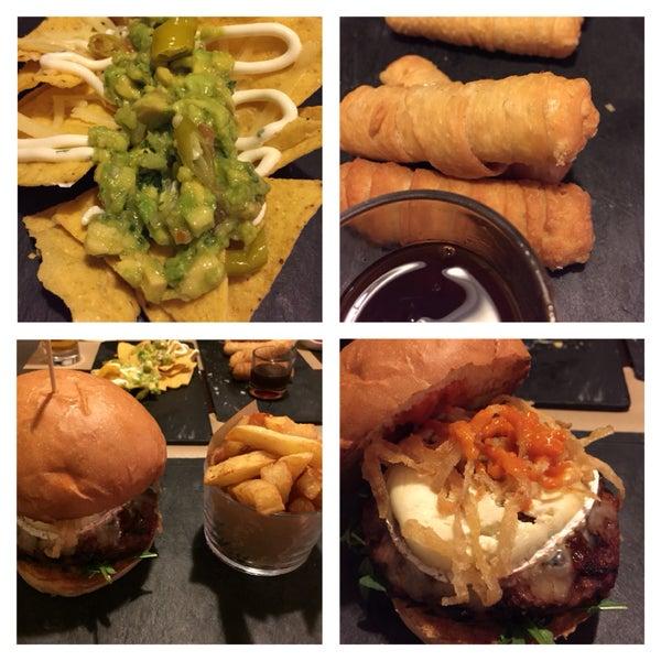 Local acogedor con el servicio muy amable. Buenísimas hamburguesas!!! Gourmet!