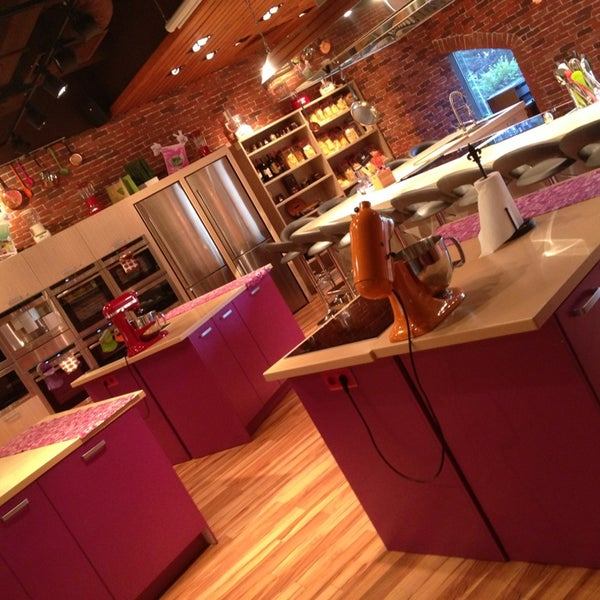 รูปภาพถ่ายที่ Culinaryon โดย Anastasia S. เมื่อ 7/21/2013