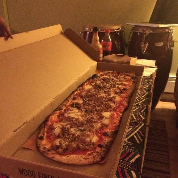 Foto diambil di Monte's Restaurant oleh Angie S. pada 4/21/2014