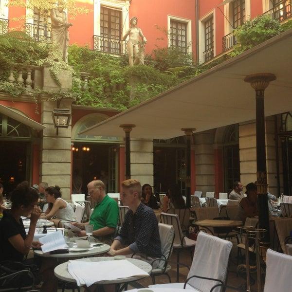 Foto diambil di Hôtel Costes oleh Alejandro R. pada 7/7/2013