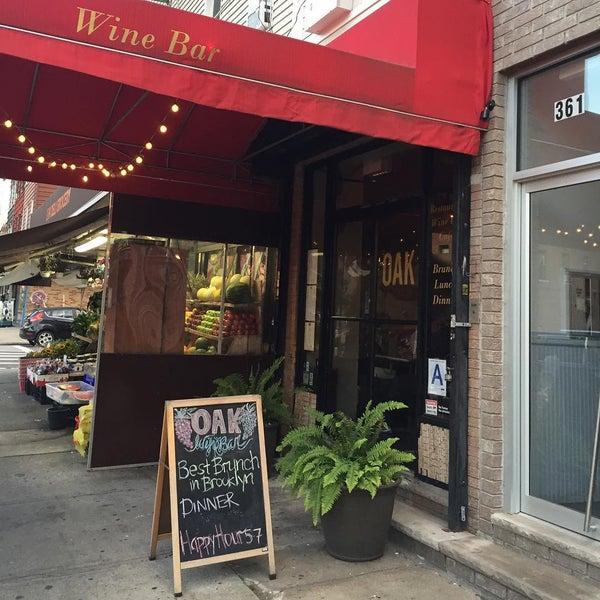 Foto tomada en OAK Restaurant & Wine Bar por m20 T. el 7/15/2015