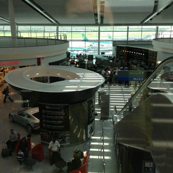 Foto tirada no(a) Aeroporto de Dublin (DUB) por Summer Y. em 6/7/2013