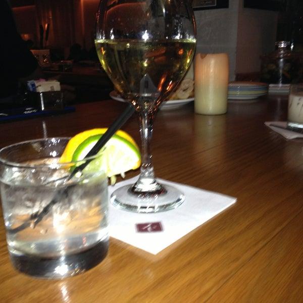 รูปภาพถ่ายที่ Kellari Taverna NY โดย Lisa P. เมื่อ 12/22/2012