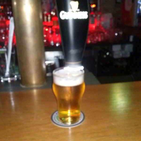 3/1/2013にLourdes L.がOzzie Pubで撮った写真