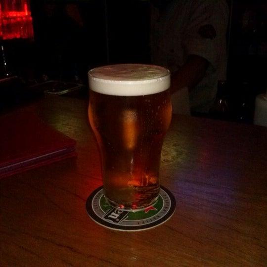 10/25/2012にLourdes L.がOzzie Pubで撮った写真