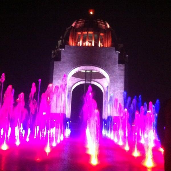 Foto tomada en Monumento a la Revolución Mexicana por Ernesto S. el 5/17/2013