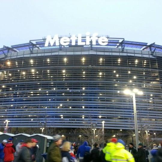 รูปภาพถ่ายที่ MetLife Stadium โดย Oliver N. เมื่อ 12/9/2012