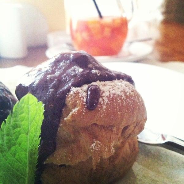 Photo prise au Le Bouchon Café par Natalia V. le6/17/2013
